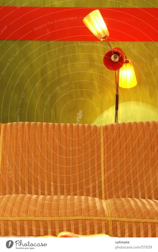 - retrostyle I - Sofa Wohnzimmer Gast Sitzgelegenheit Stehlampe Licht Erholung old-school Sechziger Jahre Siebziger Jahre polstergruppe Beleuchtung Verabredung