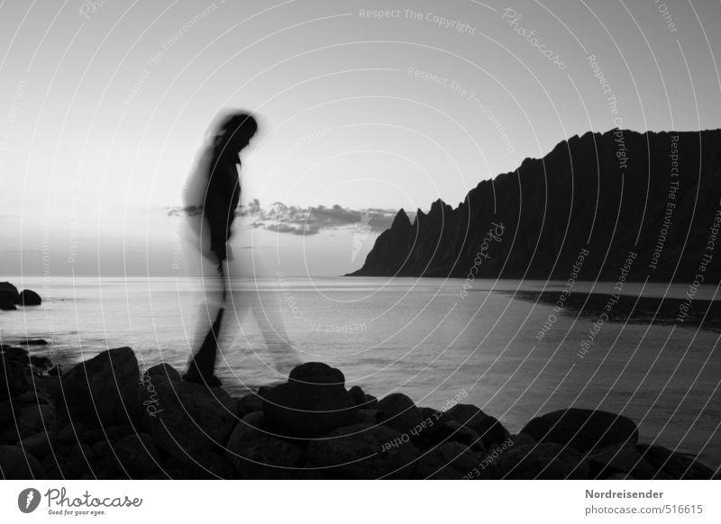 Traumsequenz Mensch Wasser Meer Erholung ruhig dunkel Berge u. Gebirge Leben Wege & Pfade Küste Stein Felsen Angst laufen wandern Urelemente