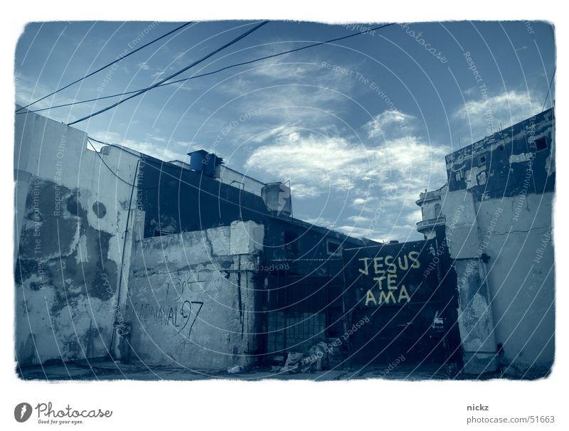 Jesus te ama Kuba Himmel sensitiv Pferch Amerika havana street Gate sky coloured architecture america outdoor shooting Straße im freienschießen Farbe