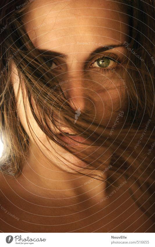 Sunstrong. Mensch Frau Jugendliche schön Sommer Einsamkeit Junge Frau 18-30 Jahre Gesicht Erwachsene Wärme Leben feminin Gefühle Haare & Frisuren träumen