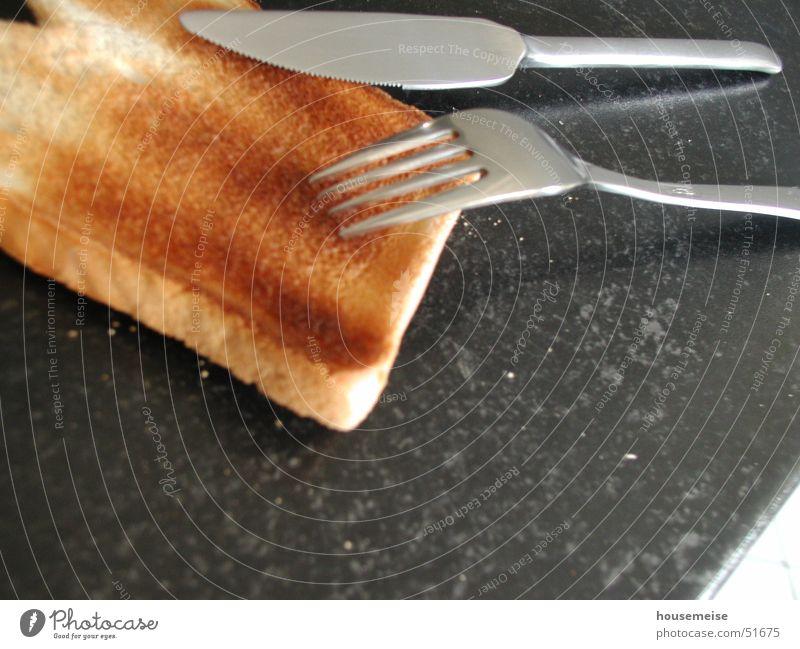 das ware FRÜHSTÜCK:) Freude Kunst braun Ernährung Küche Bild Gastronomie Frühstück Geschirr Brot Messer Gabel Mehl Krümel Toastbrot allgemein