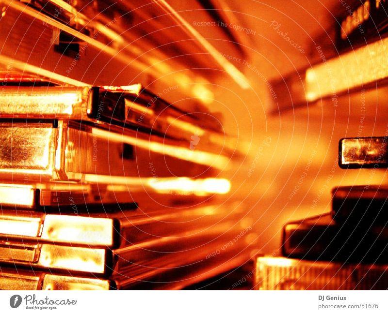 Medien in Gold Mensch Freiheit Musik gold Medien Reichtum Musikkassette Kapitalwirtschaft Datenträger Compact Disc Selbstständigkeit Besitz teuer Informationstechnologie