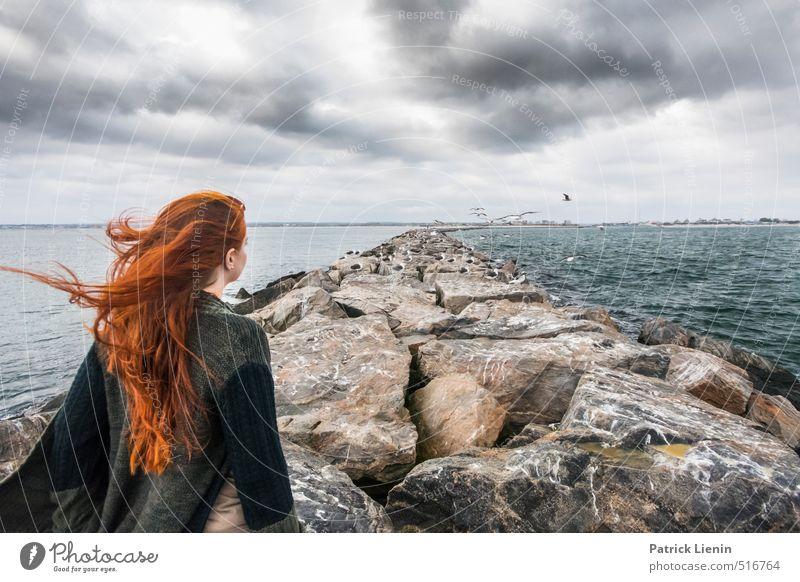 Hide and Seek Mensch Natur Pflanze Meer Erholung Einsamkeit Landschaft Wolken Umwelt feminin Küste Haare & Frisuren Kopf Stimmung Wellen Klima