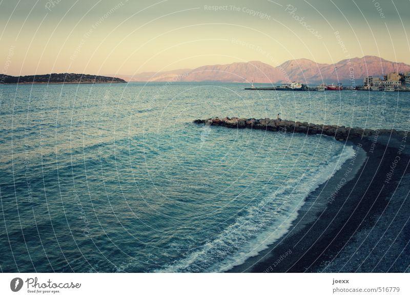 Laufsteg Mensch Frau Ferien & Urlaub & Reisen blau schön weiß Sommer Meer Strand Ferne schwarz gelb Erwachsene Berge u. Gebirge feminin Küste