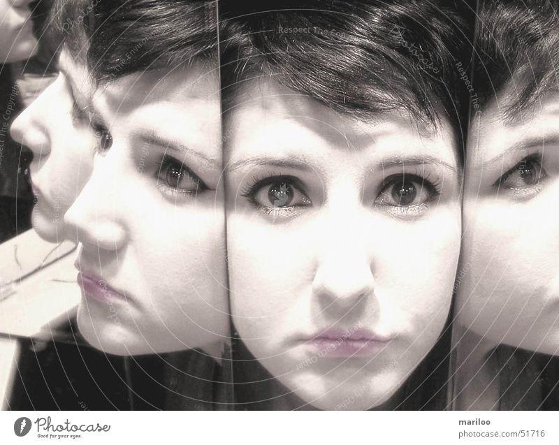 Spiegelbild Frau Blick Gefühle Reflexion & Spiegelung Stillleben Kunst bewegungslos abstrakt Gesicht Auge Angst Schrecken Wildtier Haut Schwarzweißfoto