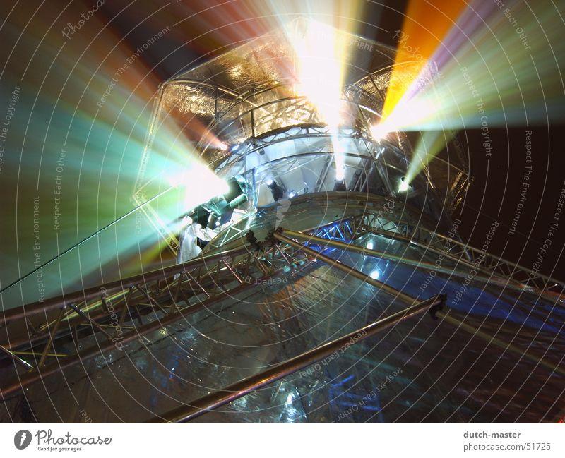 Rainbow in the sky Ferien & Urlaub & Reisen Farbe Haus dunkel Graffiti Wand hell Metall Kunst Ausflug Turm drehen Konstruktion Belichtung Gitter Scheinwerfer