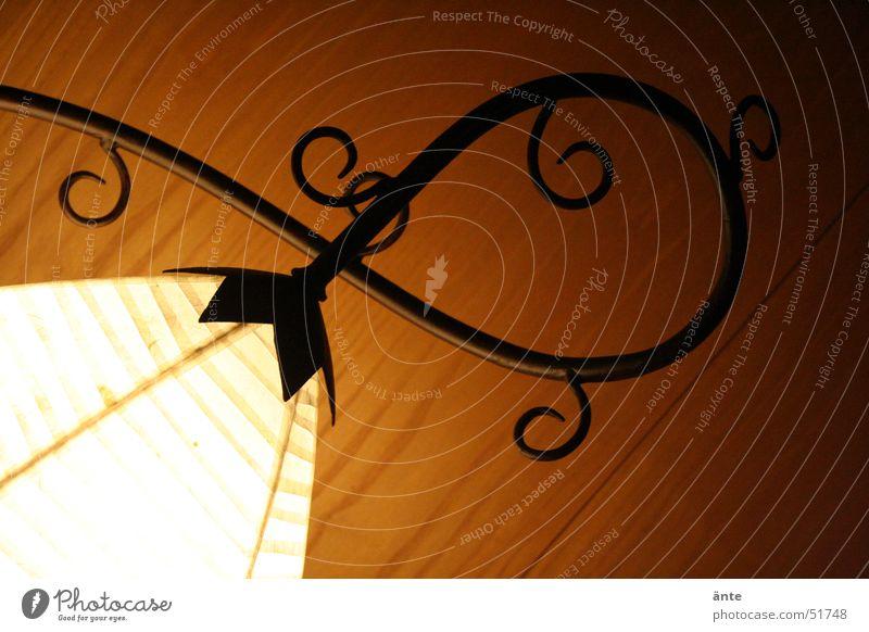 warmes licht Blume Lampe dunkel Wand Holz Wärme hell Kunst Wohnung Design elegant Physik Wohnzimmer Kreativität gemütlich sanft