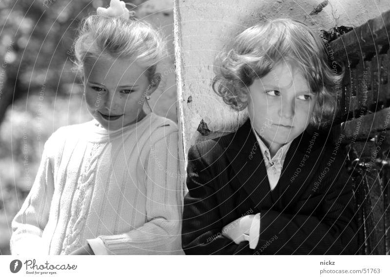 White & Black Kind Mädchen Sommer Straße Junge Gefühle Ziegen