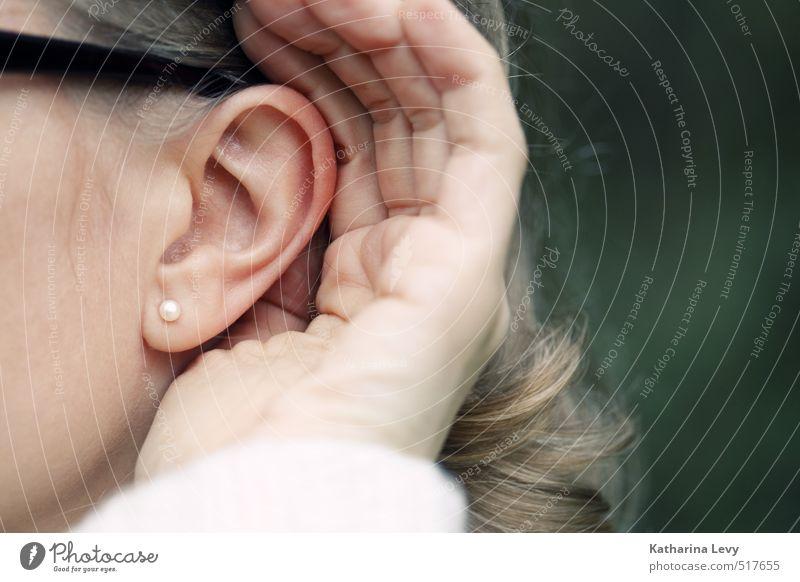Hör mal Sinnesorgane ruhig feminin Frau Erwachsene Kopf Ohr Hand 1 Mensch Ohrringe blond langhaarig hören authentisch natürlich Pünktlichkeit Neugier