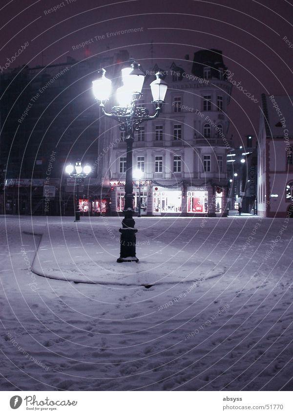 Stille Nacht ... Stadt Wiesbaden Licht Laterne Lampe dunkel Winter Jahreszeiten Einsamkeit Deutschland Dorf blau Schnee ruhig Spaziergang towns night light dark