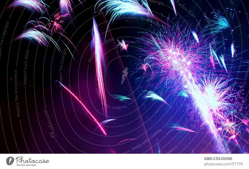 Silvester 2005 Party Veranstaltung Silvester u. Neujahr blau mehrfarbig violett rosa schwarz Feuerwerk Nachtaufnahme 31.12. Farbfoto Außenaufnahme abstrakt