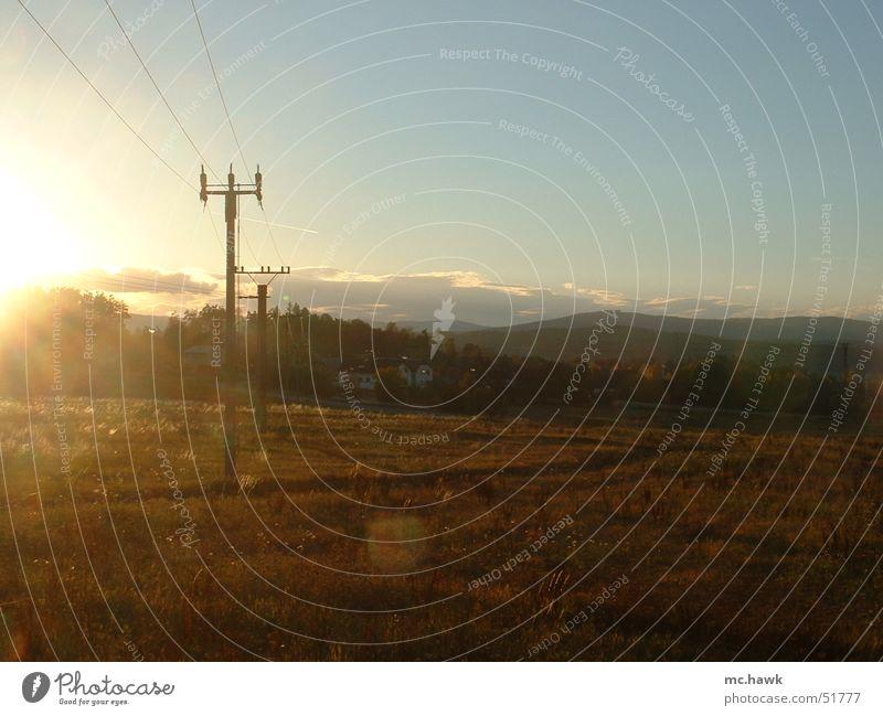 Sonnenuntergang bei Budweis Tschechien Wiese Herbst Oktober Morgen Kabel