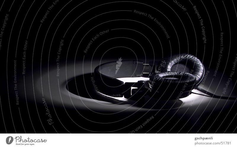 dunkle klänge schwarz Stillleben Scheinwerfer Vor dunklem Hintergrund