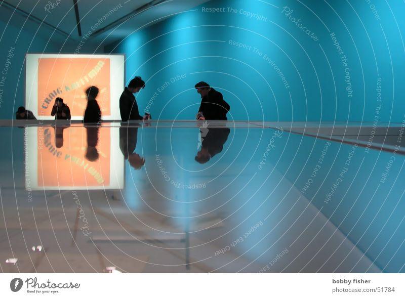 besucher Frau Mann Ausstellung Reflexion & Spiegelung grün Strukturen & Formen Mensch blau orange Schatten