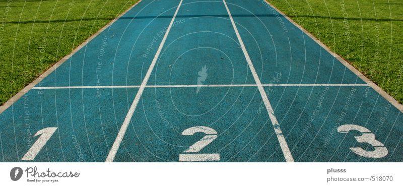 Dreikampf Sport Leichtathletik Sportler Sportveranstaltung Erfolg Sportstätten Rennbahn rennen springen blau grün weiß 1 2 3 Verlierer Beginn Startlinie