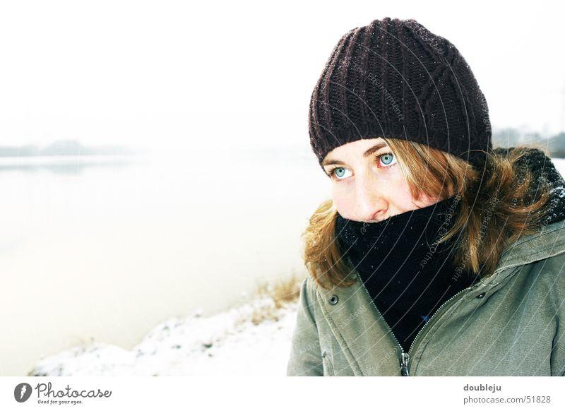 andrea im winter #2 Wasser Winter kalt Jacke Mütze Schal Donau