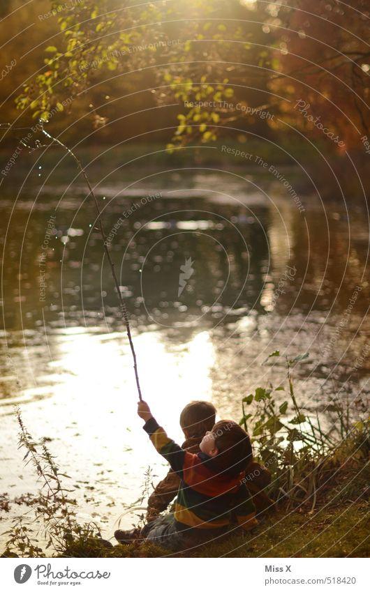 Angler Freizeit & Hobby Spielen Angeln Ausflug Mensch Kind Kleinkind Geschwister Bruder Freundschaft Kindheit 2 1-3 Jahre 3-8 Jahre Natur Wasser Sonnenaufgang