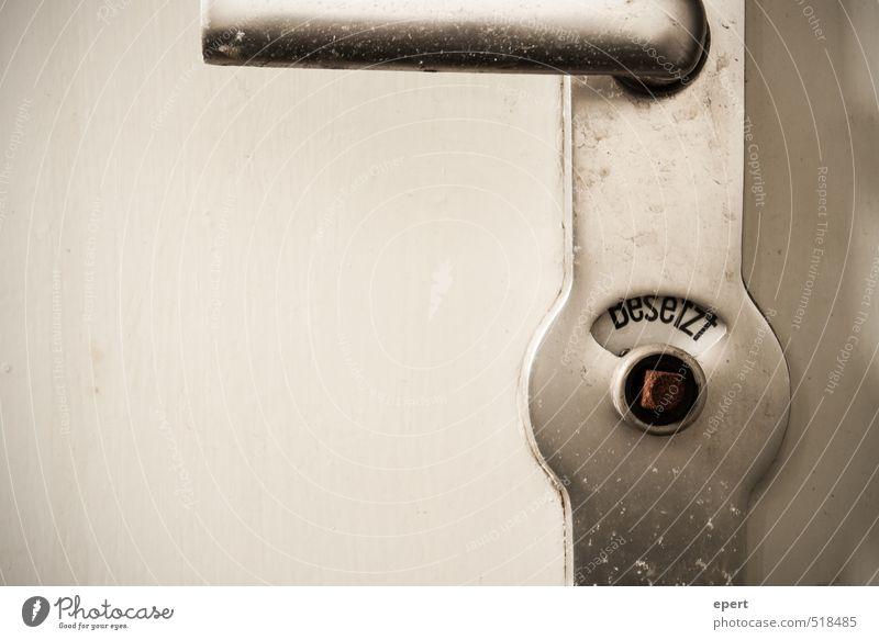 ut ruhrgebiet | Besetzt Tür Toilette Griff geschlossen besetzen gebrauchen warten alt einfach trashig trist Gesellschaft (Soziologie) Kultur Häusliches Leben