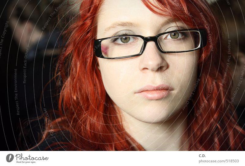 Sandra feminin Junge Frau Jugendliche Kopf 18-30 Jahre Erwachsene Brille rothaarig Zufriedenheit Vertrauen Gesicht direkt ruhig schön hellhäutig Farbfoto Tag