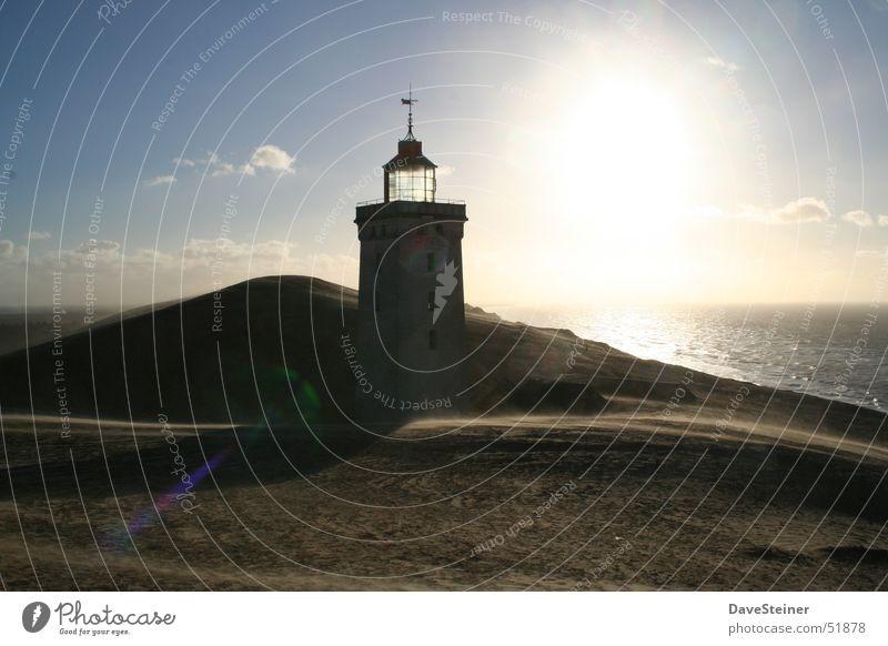 Leuchtturm Stranddüne Sonnenuntergang Wolken Dänemark Ostsee Sand Schatten blau Wasser