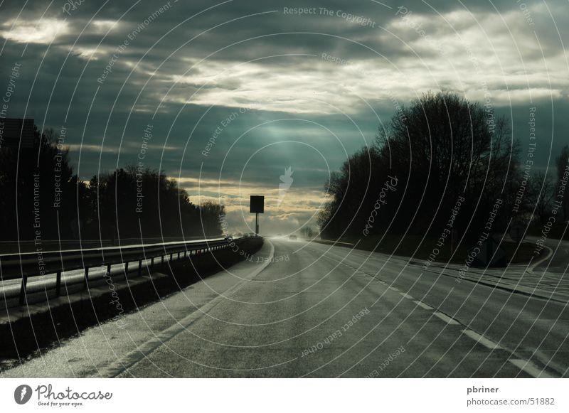 Auf dem Weg nach Luxemburg Himmel Wolken dunkel Autobahn
