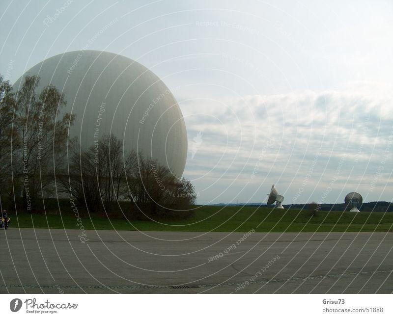 Erdfunkstelle Raisting Himmel Gebäude Beton Ball Technik & Technologie Telekommunikation Kugel Bauwerk Bayern Parkplatz Antenne Funken Funktechnik Satellit