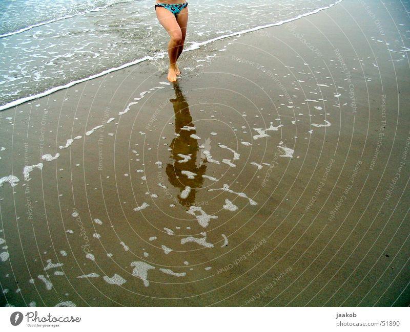 Strand Frau Wasser Mädchen Wellen rennen
