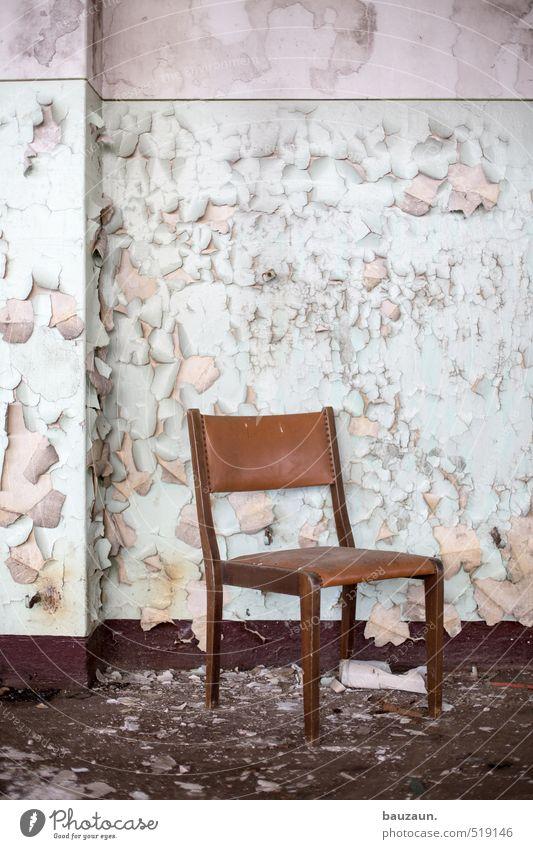 ut ruhrgebiet | thron. Stuhl Industrieanlage Fabrik Ruine Mauer Wand Treppe Stein Holz gebrauchen sitzen dreckig gruselig kaputt trashig trist braun grün weiß