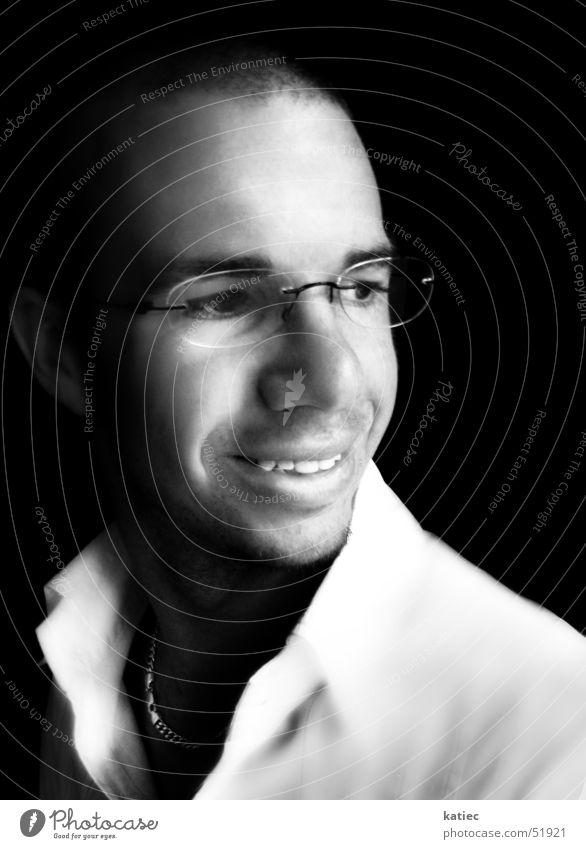 youth portrait grinsen Porträt Mensch Jugendliche Freundlichkeit Ödland weiß schwarz Gegenteil häuten Europa Neuseeländer maskulin glasses nice teeth white