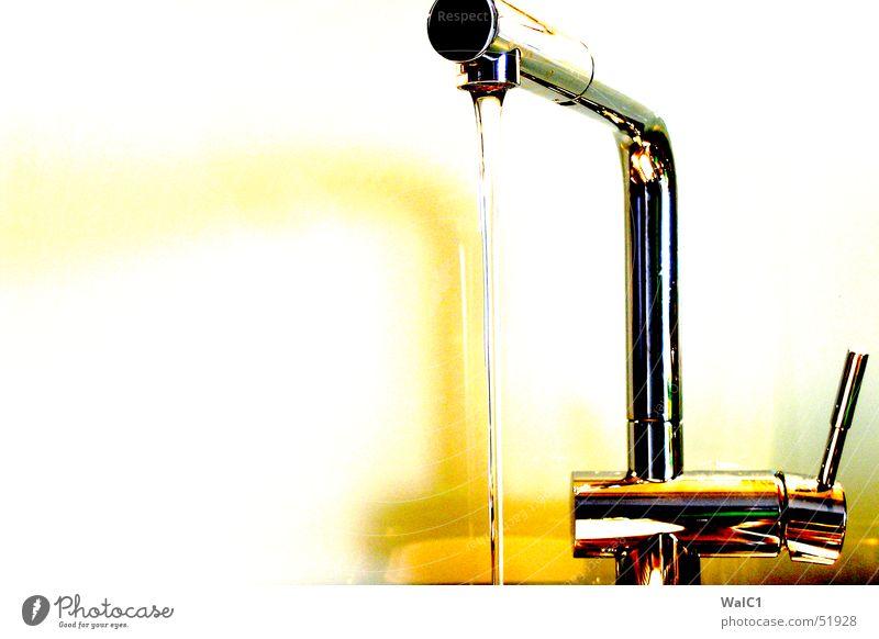 Golden Water fließen glänzend gelb Chrom Wasser water armatur Metall Reflexion & Spiegelung speigelung Glas gold silbert