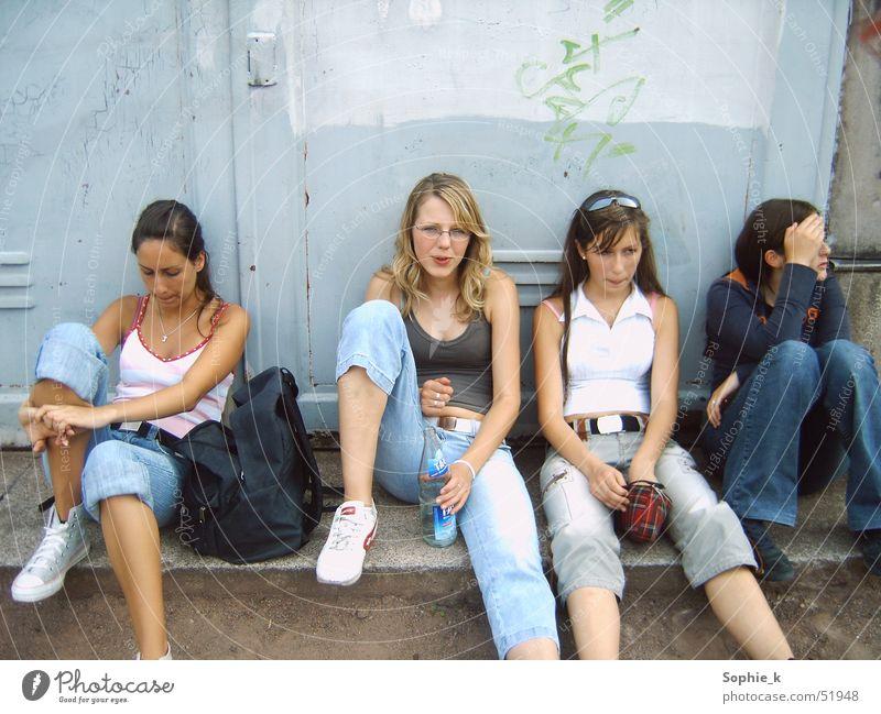kids on the street Jugendliche Sommer Straße Langeweile