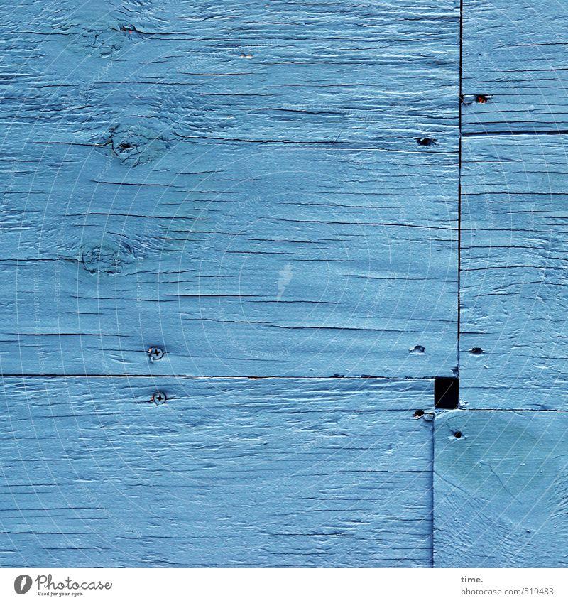 verrechnet Baustelle sperrholzwand Sichtschutz Handwerk Mauer Wand Fassade Maserung Schraube Ecke Naht Holz eckig rebellisch blau Entschlossenheit Genauigkeit