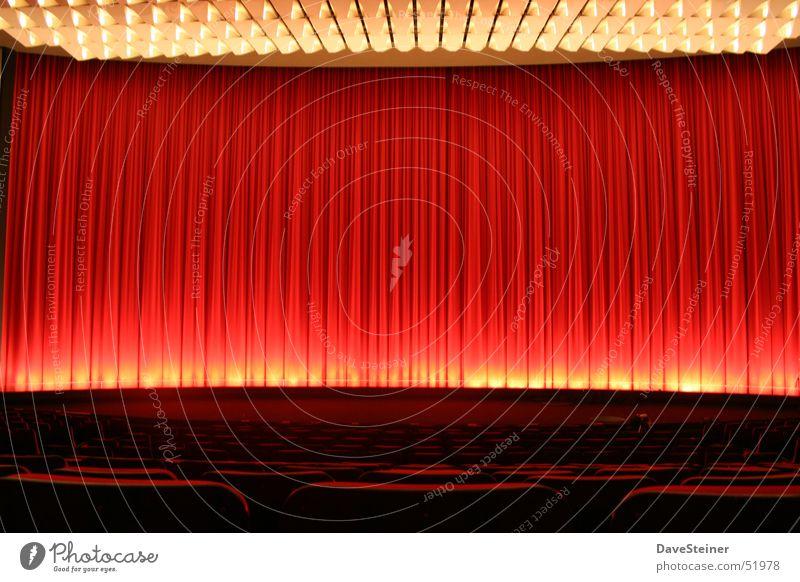 Kinosaal rot geschlossen Show Dresden Theater Bühne Vorhang Saal Palast Sachsen