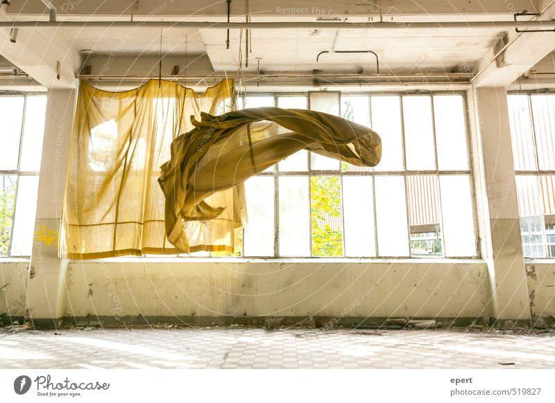 Tanz | Vom Winde verweht Industrieanlage Fabrik Ruine Fenster Vorhang Gardine Schweben flattern Windzug Bewegung fallen fliegen Tanzen frei Leichtigkeit