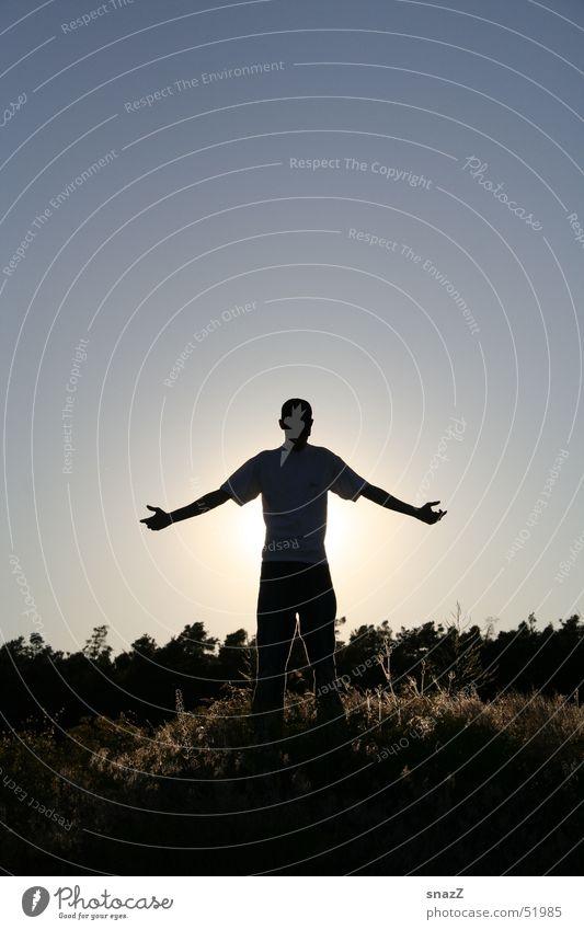 Be Free . . . Götter Porträt Gras Mann Wald schön Beleuchtung Verantwortung Religion & Glaube Gott snazz Freiheit Graffiti hell Himmel Sonne Arme ausstrecken