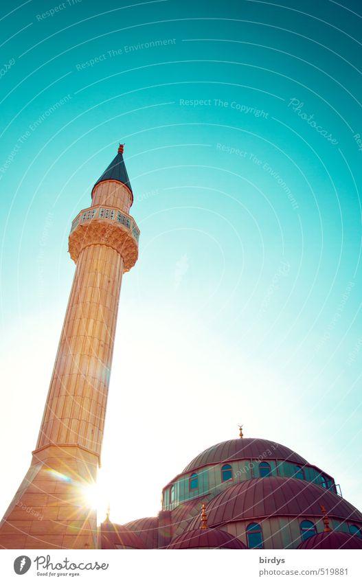 Moschee im Licht Wolkenloser Himmel Sonnenlicht Sommer Schönes Wetter Turm Minarett Sehenswürdigkeit ästhetisch hell hoch positiv Spitze Wärme gelb türkis Macht