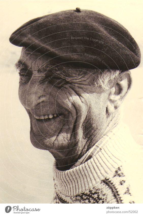 Alter Franzose Mann Senior lachen Falte Pullover Franzosen Baskenmütze Männlicher Senior