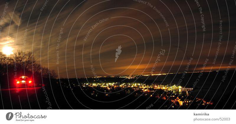 swedishroadmovie Stadt PKW groß Schweden Panorama (Bildformat) Rücklicht