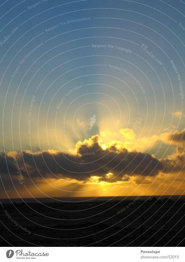 Sonnenstrahlen I Himmel Wolken