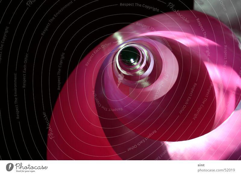 spirale oben rosa Beton hoch Treppe Tunnel Loch aufwärts Spirale Futurismus
