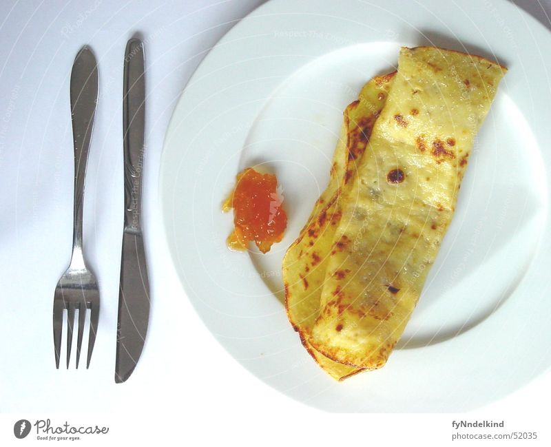 Dienstags Morgens weiß Ernährung gelb süß Frühstück Teller Besteck Marmelade Pfannkuchen gold-braun