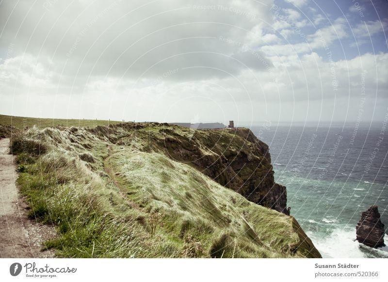 cliffs of moher Natur Landschaft Himmel Sonne Sträucher Wiese Felsen Wellen Küste Meer Insel wandern Wind Gras Cliffs of Moher Republik Irland Klippe Gischt rau
