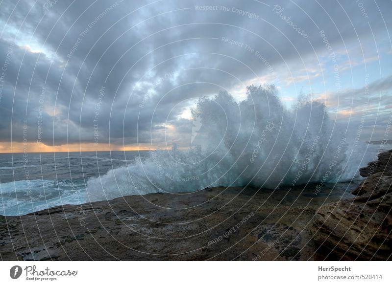 Morgenbrandung Himmel Natur blau Wasser Meer Wolken Küste grau natürlich Wellen wild ästhetisch Urelemente Brandung spritzen Klippe
