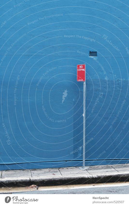 No stopping Sydney Stadt Mauer Wand Verkehrszeichen Verkehrsschild ästhetisch blau grau rot Parkverbot Bürgersteig Farbstoff drohen strikt Verbote parken
