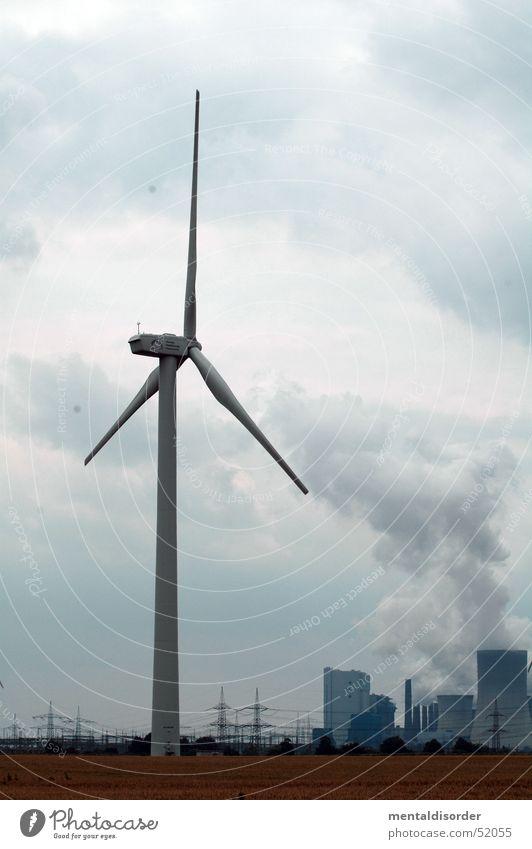 alternative energie Himmel Wolken Kraft Feld planen Wind Energiewirtschaft Elektrizität Industriefotografie Bauernhof Windkraftanlage Abgas Schornstein