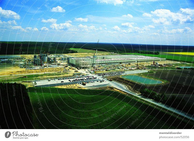 wir bauen im Grünen Himmel grün Wolken Straße Arbeit & Erwerbstätigkeit Gras Wege & Pfade Feld Industriefotografie Baustelle Lagerhalle Produktion Arbeiter