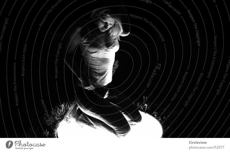 Licht wo es hingehört Frau Nacht feminin schwarz Oberkörper weiß Porträt Torso Mensch Schwarzweißfoto Blick woman night female black white light face view