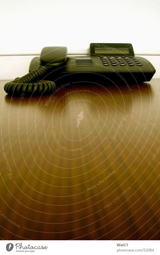 Schwarz vor weiß schwarz Wand Mauer berühren Telefon Ziffern & Zahlen Publikum Anzeige Maserung Frankfurt am Main Deutsche Telekom