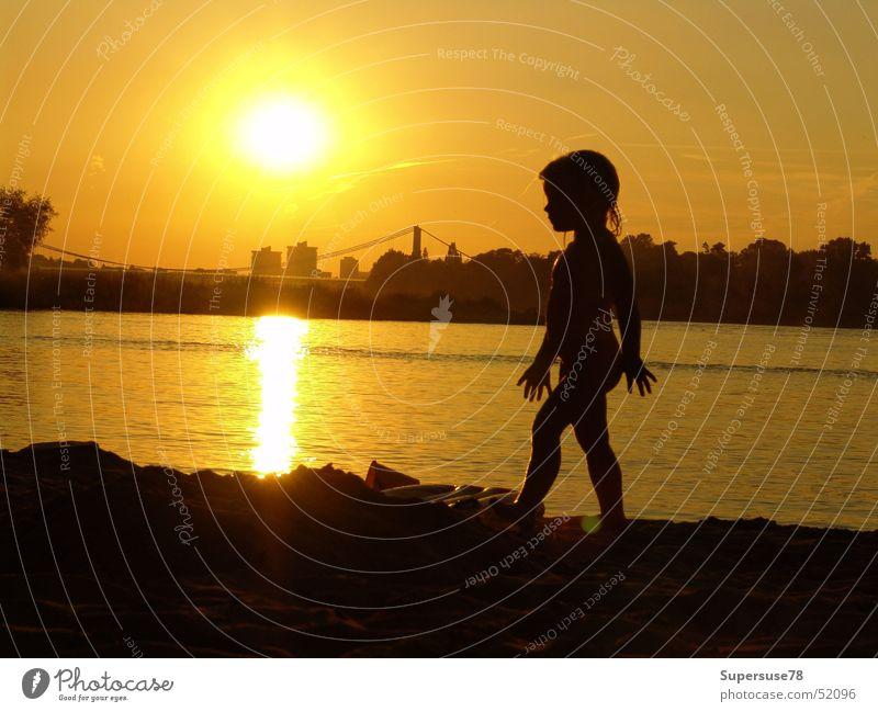 Mädchen am Rhein Kind Wasser Sonne Sommer Köln