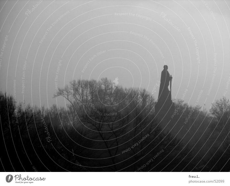 alter Kanzler Baum Winter Einsamkeit Nebel Hamburg Macht Denkmal Wahrzeichen hart Kapitalismus Sozialgesetz